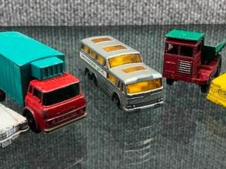 Vintage lot of 5 Matchbox Wrecker  Bus  Dump Truck  Box Truck   Metal