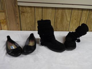 1  pair of women s boot s size 9 5M and 1  pair of women s flat s size 9 5W