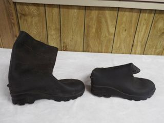 A pair of unisex rain boot s size 9 in men s and size 11 in women