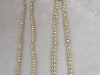 lot of 2  pearl necklace s