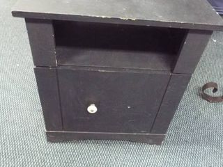 Black night stand  20 5  W  19 5  D  23  T