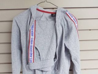 Athletic kid s sweat outfit  Size M  7 8