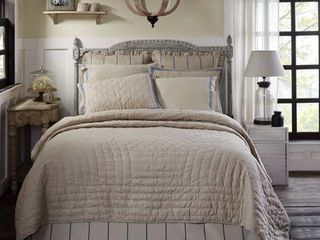 Charlotte Quilt by VHC Brands