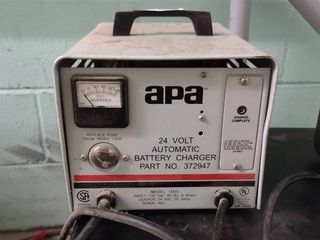 APA 24 Volt Automatic Battery Charger