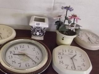 lot of clocks and others