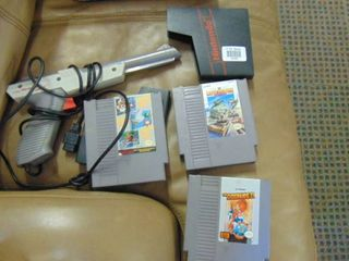 Nintendo original gun and 3 games