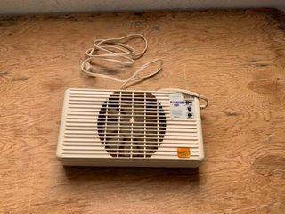 Small window fan
