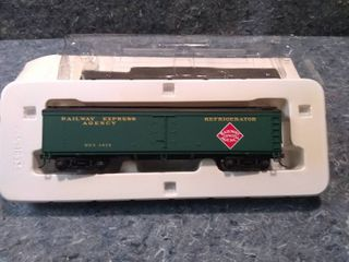 Walthers 932 5470 GACX Wood Reefer Model Train Car