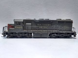 Southern Pacific 6920 HO Model Train Engine