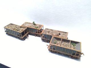 lot of 4 HO Model Train Cars
