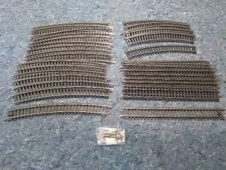 32 Sections of HO Model Train Atlas Snap Tracks with Extra Connectors