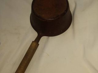 2 quart cast iron cook pot with wooden handle