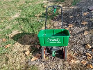 Scott speedy Green spreader