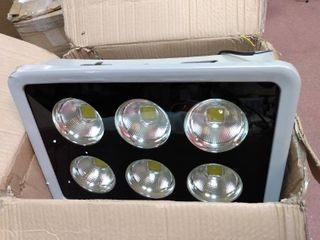 lED FlOOD lIGHT  All lIGHTS WORK  SOME COSMETIC DAMAGE SEE PICS