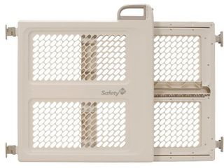 Safety 1st Pressure Mount lift  lock and Swing Gate  Fits Spaces Between 28  and 42  Wide
