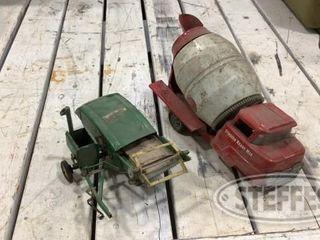 2 Vintage Die Cast Toys 0 jpg