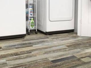 smartcore Monroe Oak luxury Vinyl Plank Flooring   18 35 sq ft