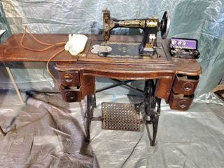 WHITE Rotary Vintage Sewing Machine Inside VINTAGE sewing Table   Manual Power  Everything Moves As Supposed to  Needs Belt