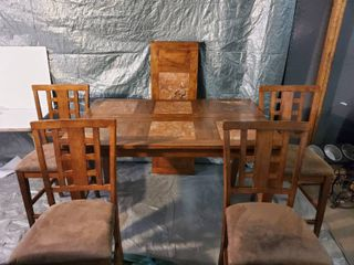 Wonderful Hightop Dining Room Table  Designed with TIlE Squares  Includes leaf and 6 Chairs