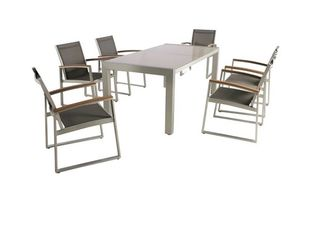 lot of 4 Outdoor Arm Chairs NO TABlE INClUDED