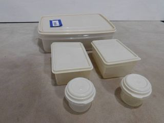 Assorted Rubbermaid containers with lids