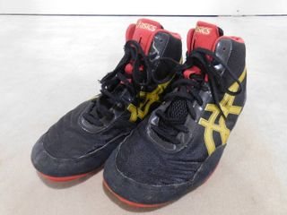 Asics  All I see is gold  size 10 men s wrestling shoes