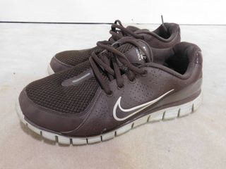 Women s size 7 Nike tennis shoes