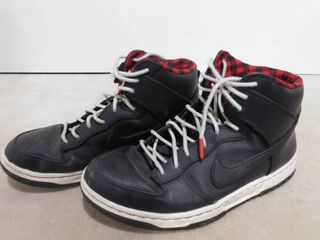 Men s size 9 Nike high top shoes