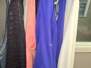 WOMEN S ClOTHING  light Jackets and 2 Sweat Suits  logging Outfits  Size Xl  SEE PICTURES FOR NAME BRANDS