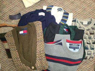 MEN S ClOTHES  SWEATERS  Sized Medium and large