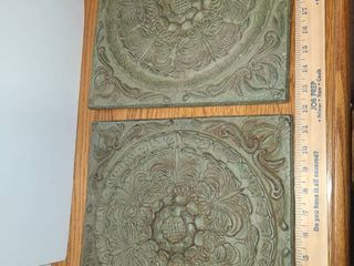 2 DECORATIVE WAll HANGINGS