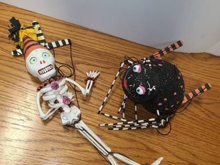 HAllOWEEN MARIONETTE DOllS  1 Skelton and the other is a Spider