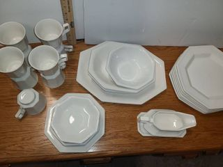 JOHNSON BROTHERS ENGlISH TABlEWARE 30 PCS  Some are chipped  See Pictures