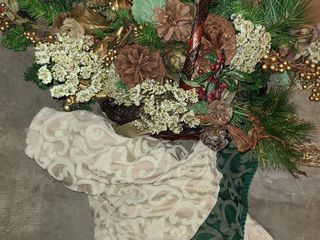 CHRISTMAS DECOR  Tree Skirt and Table Center Piece
