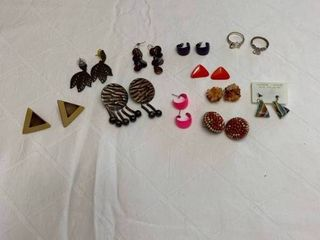 ladies jewelry 10 pierced earrings and two size 9 rings