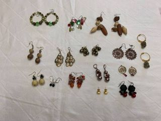ladies jewelry 14 pairs pierced earrings and 2 wine markers