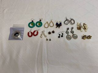 ladies jewelry 11 pierced earrings one person hanger and sets of buttons