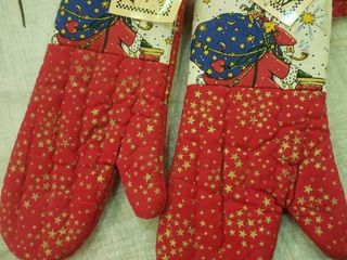 lot of 2 Christmas Oven Mits