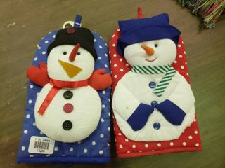 lot of 2 Snowman Oven Mits