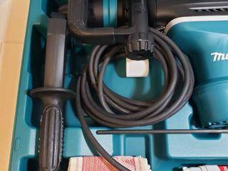 Makita 11 Amp 1 9 16 in  Corded SDS MAX Conrete Masonry AVT  Anti Vibration Technology  Rotary Hammer Drill with Hard Case
