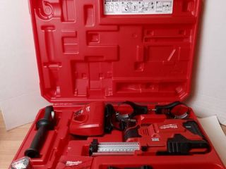Milwaukee tool set with carrier M12 li ION and Hammervac universal dust extractor  Battery   charger included