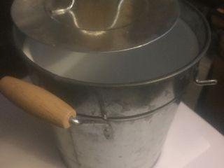 Metal decorative ice bucket