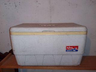 Great Vintage Igloo Cooler In Nice Shape