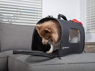 Hyper Pet Soft Sided Travel Bag Dog Carrier  Collapsible Dog Carrying Bag   Available in Small and Medium Sizes   Airline Approved Pet Carrier  one zipper is broken  still zips fully