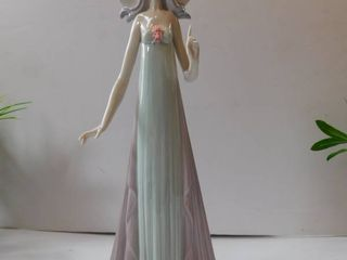 lladro   lady in Sleeveless Dress
