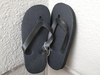 Flip Flops  Size 9 10 l