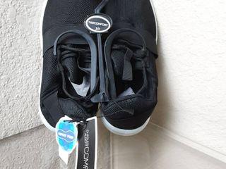 Tennis Shoes Size 8