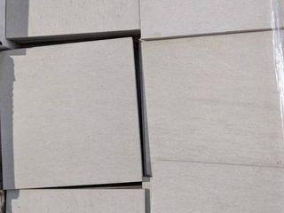 12 x 12  WHITE PORCElAIN TIlE  330 SF