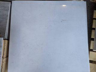24 x 24  POlISHED WHITE PORCElAIN TIlE  84 SF
