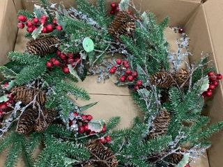 Natural Frost   Un lit   24  Wreath 24  Ice Sequin Pine Berry Holly Wreath